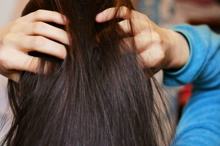 Haarmaske: Zwiebelsaft gegen Haarausfall und für mehr