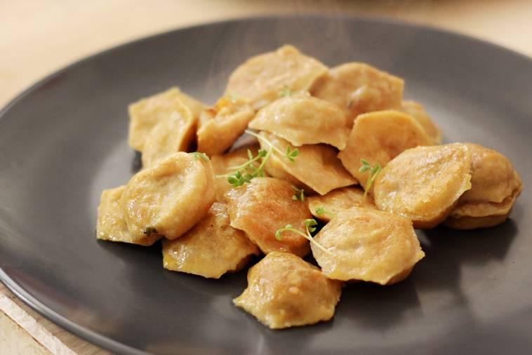 pelmeniza - hilfsmittel für teigtaschen aus der russischen küche