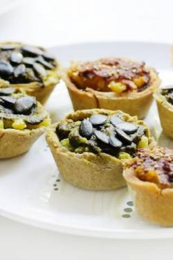 Deftige Mini-Pesto-Quiches mit Allos Hof-Pesto